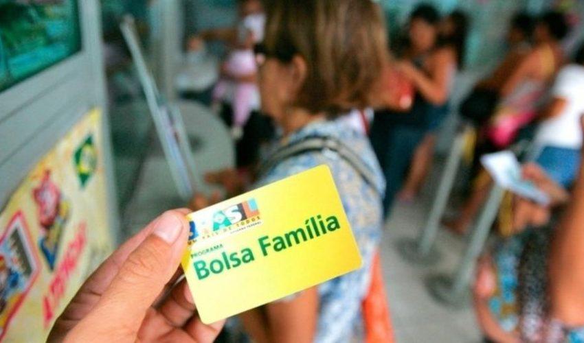 beneficiarias-do-bolsa-familia-fazem-a-atualizacao-dos-dados-do-cadunico-em-um-cras-de-cuiaba-mt-1611255684381_v2_900x506